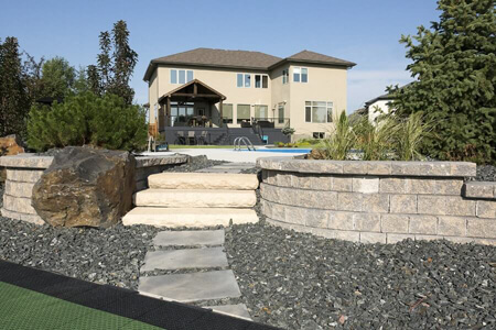 0110-winnipeg-back-yard-stepping-stones-dimensional-steps-pisa-retaining-walls-pools-landscaping-min
